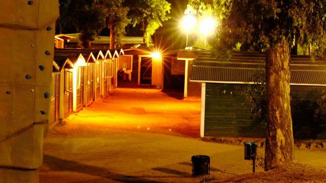 Cabañas de noche